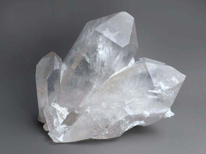 Прозрачные самоцветы корунда-стоят дороже алмазов