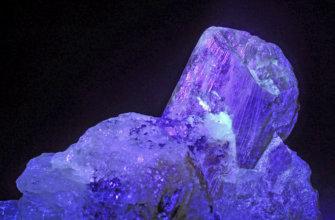 Александрит камень нередко называется императорским.