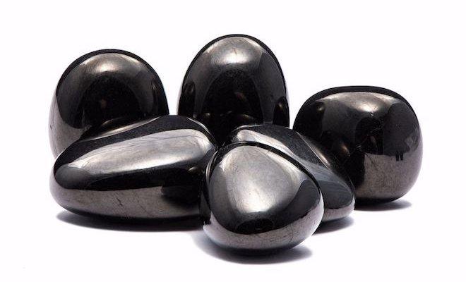 Шунгит – камень, обладающий широким спектром полезных свойств для организма человека