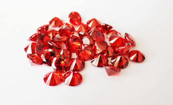 Гранат – популярный камень, который обладает выраженными лечебными и магическими свойствами
