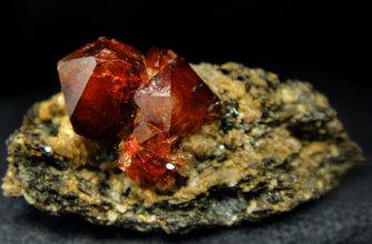 Циркон представляет собой редкий минерал