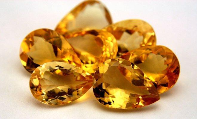 Желтые камни