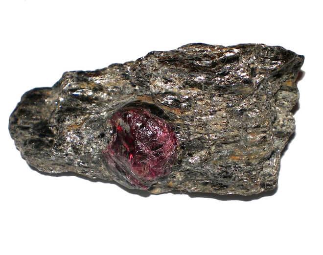 как выглядит камень альмандин