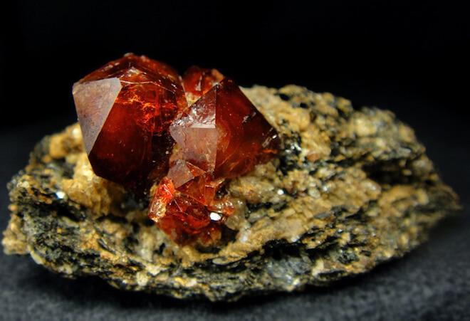 Камень Весов- циркон
