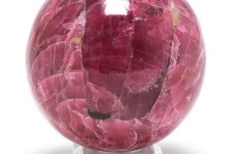 Родонит – камень, который имеет розоватый оттенок