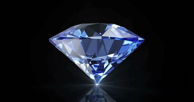 Существует мнение, что погруженный в воду ограненный алмаз увидеть невозможно.