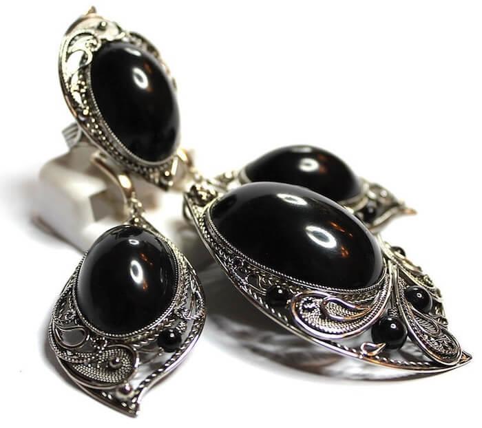 Гагат - Черный Янтарь - фото, украшения, кому подходит