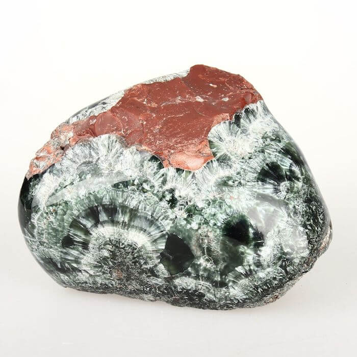 Серафинит - история камня, фото, кому подходит