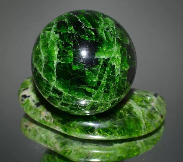 хромдиопсид это драгоценный или полудрагоценный камень